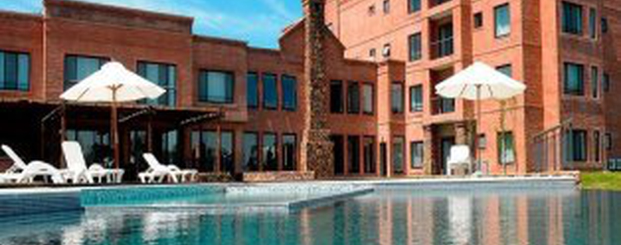 Outdoor Pool Regency Park Hotel + Spa en Montevideo