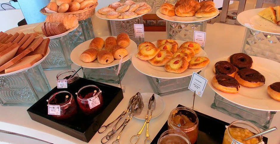 Buffet breakfast Regency Park Hotel en Montevideo